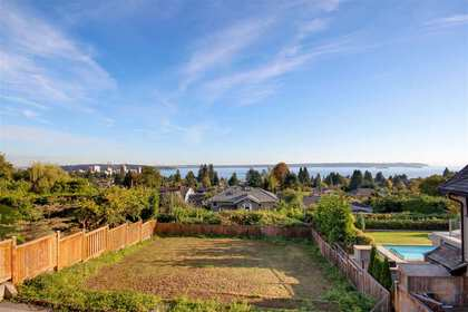 2 at 2460 Ottawa Avenue, Dundarave, West Vancouver