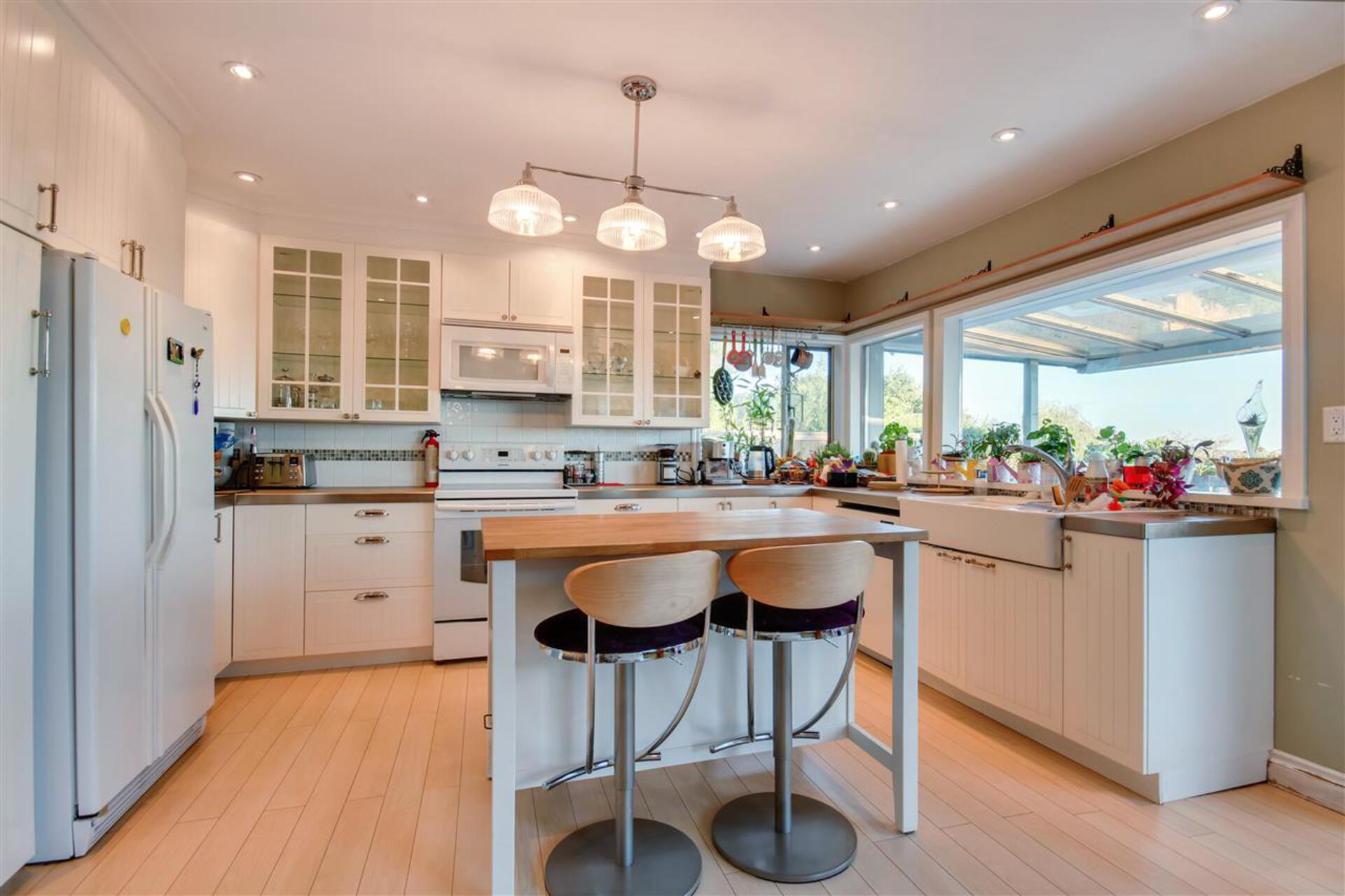 5 at 2460 Ottawa Avenue, Dundarave, West Vancouver