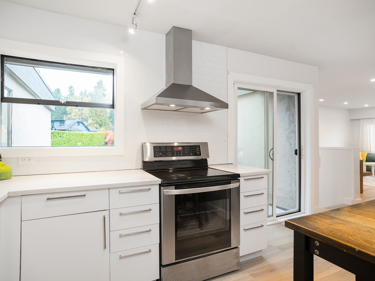 19 at 1295 Plateau Drive, Pemberton Heights, North Vancouver