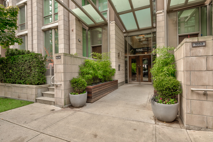 Front Entrance at 1001 - 1055 Richards Street, Yaletown, Vancouver West