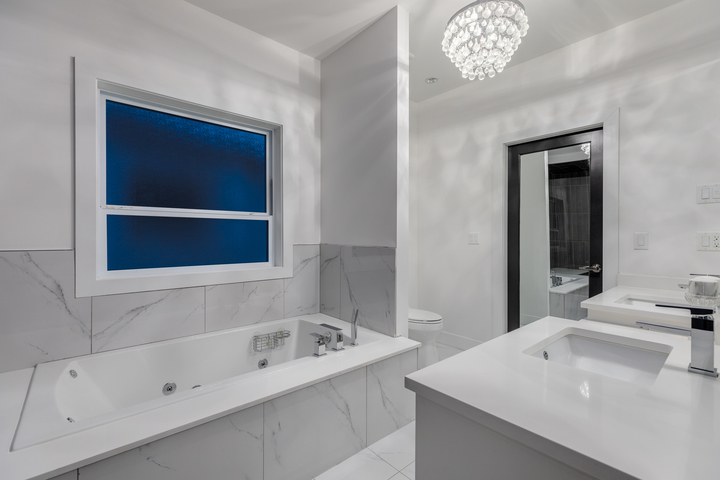 10-master-ensuite-with-soaker-walk-in-closet at 5911 168a Street, Cloverdale BC, Cloverdale
