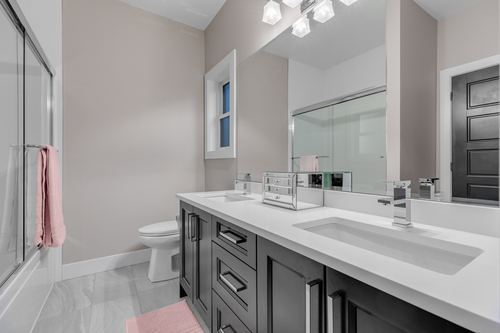 12-full-bathroom-on-upper at 5911 168a Street, Cloverdale BC, Cloverdale