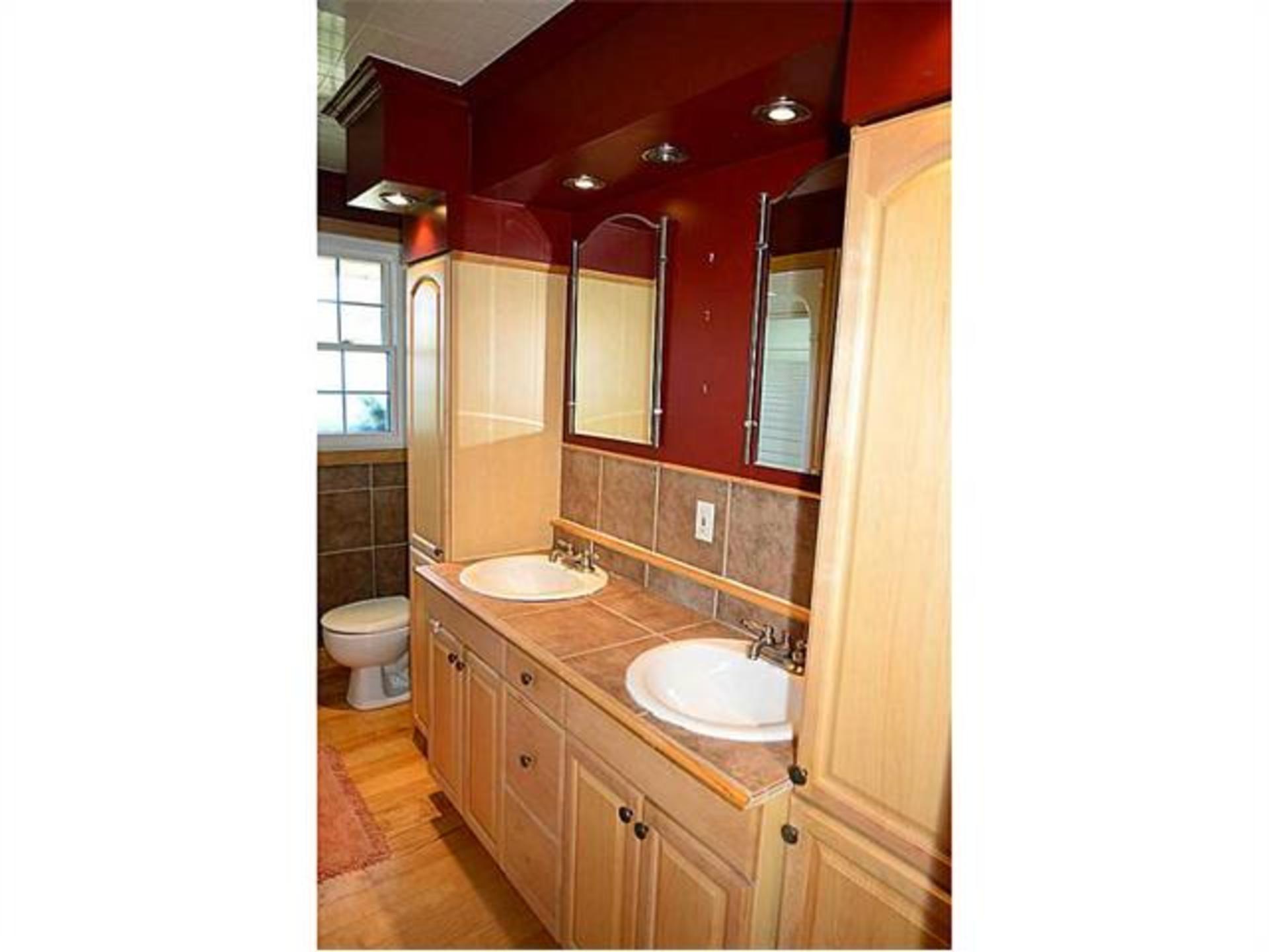 Bathroom at 7221 -  Range 1 Road , West Lincoln