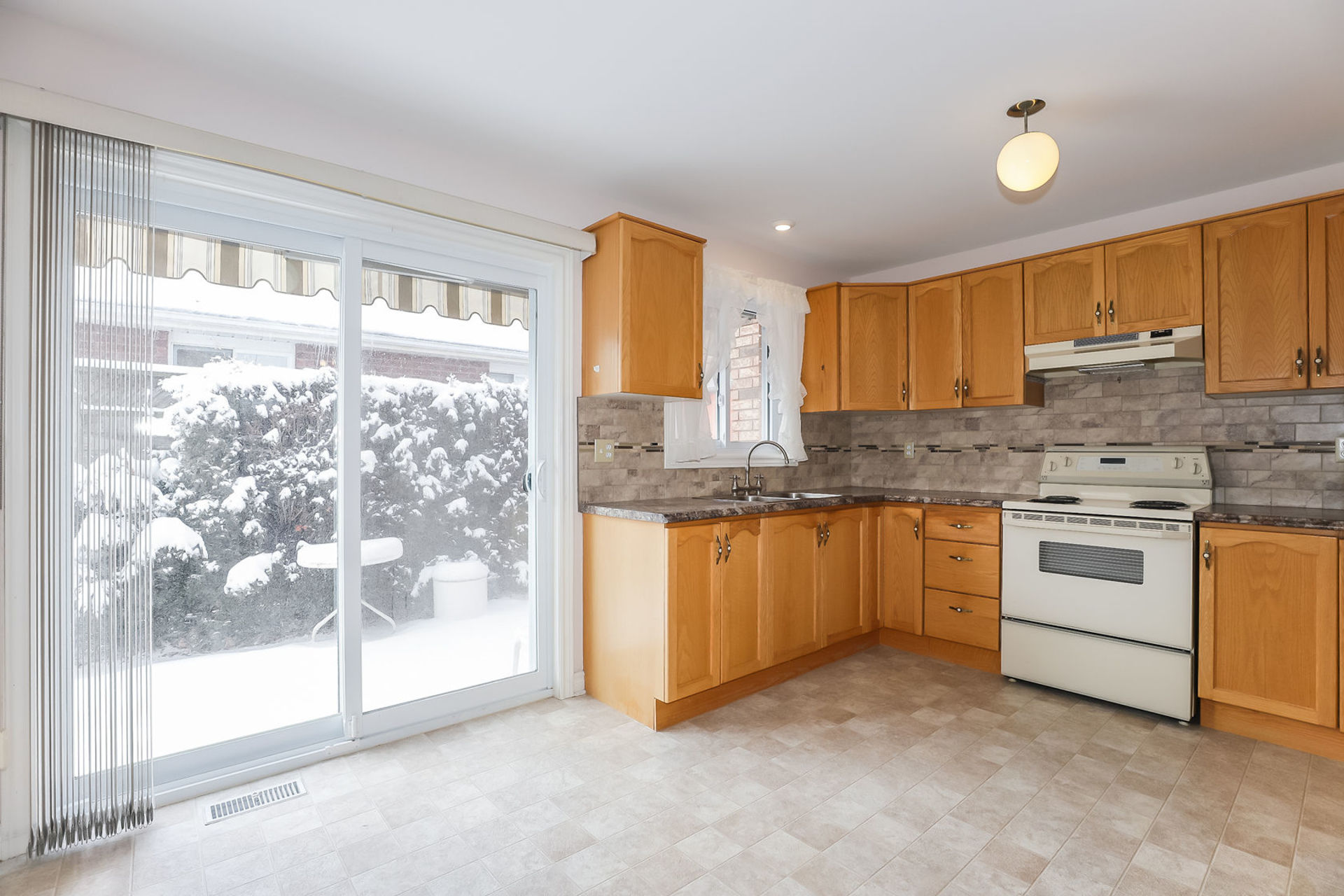 virtual-tour-292122-09 at 47 Colonial Cresent, Grimsby