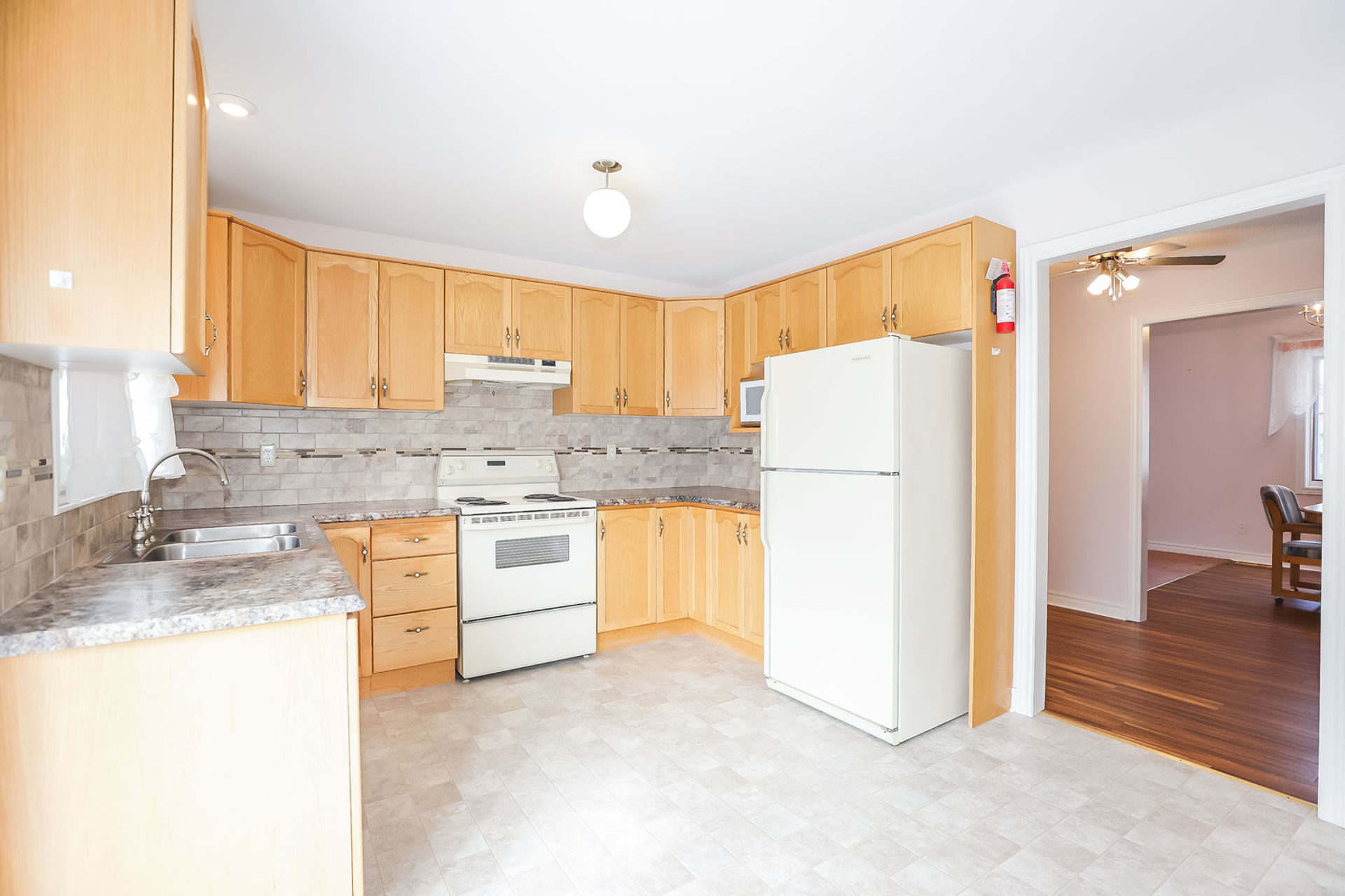 virtual-tour-292122-10 at 47 Colonial Cresent, Grimsby