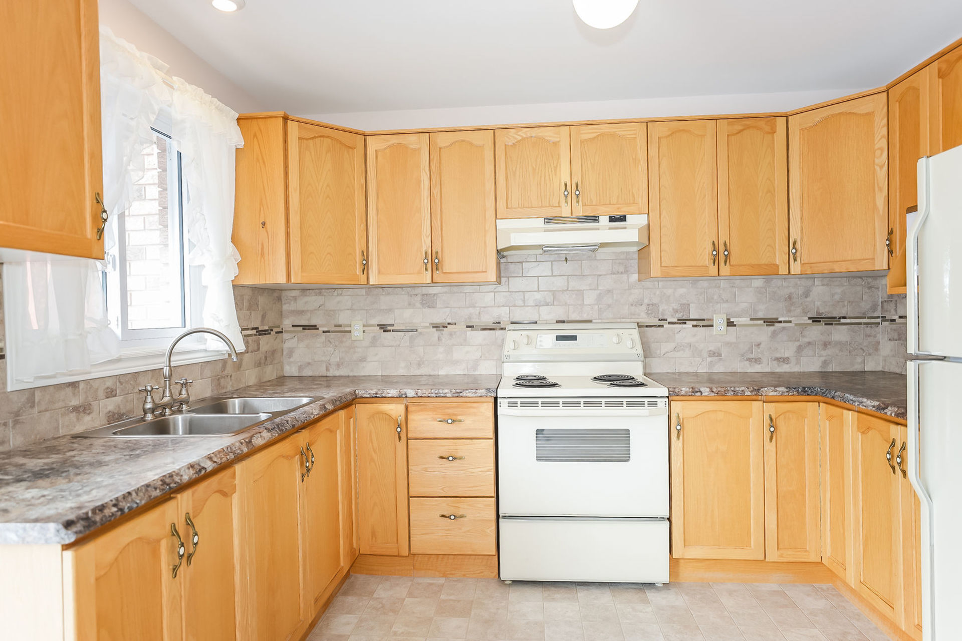 virtual-tour-292122-11 at 47 Colonial Cresent, Grimsby