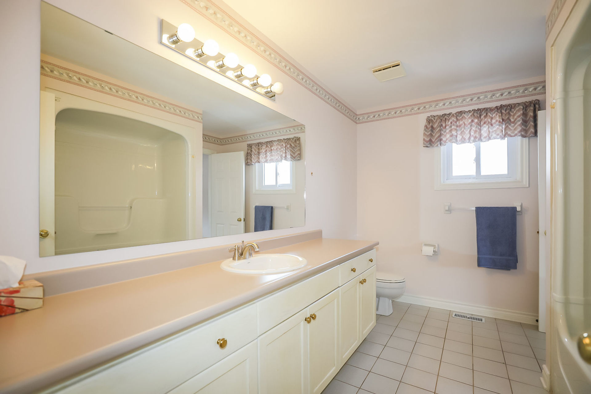 virtual-tour-292122-30 at 47 Colonial Cresent, Grimsby