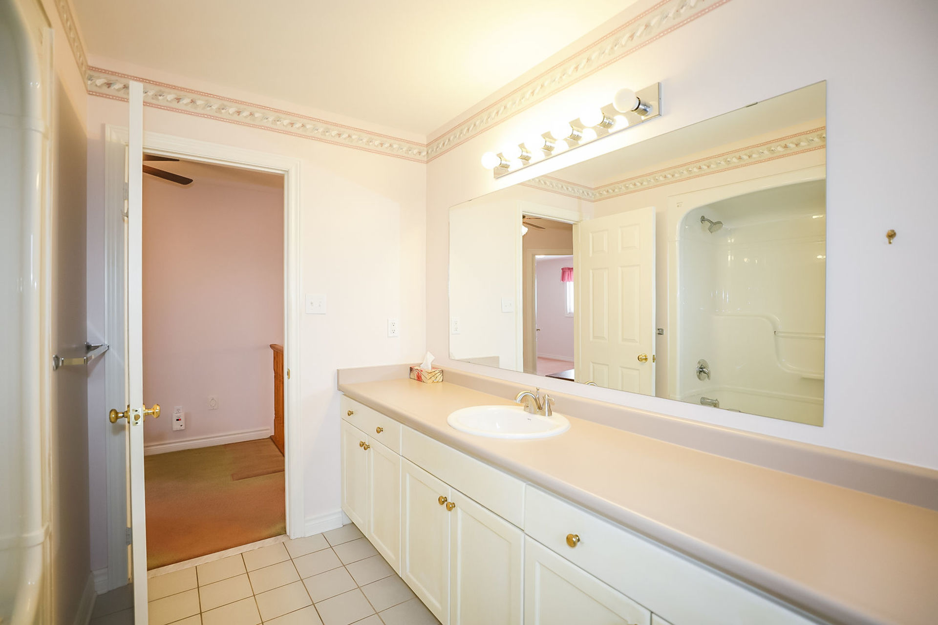 virtual-tour-292122-32 at 47 Colonial Cresent, Grimsby