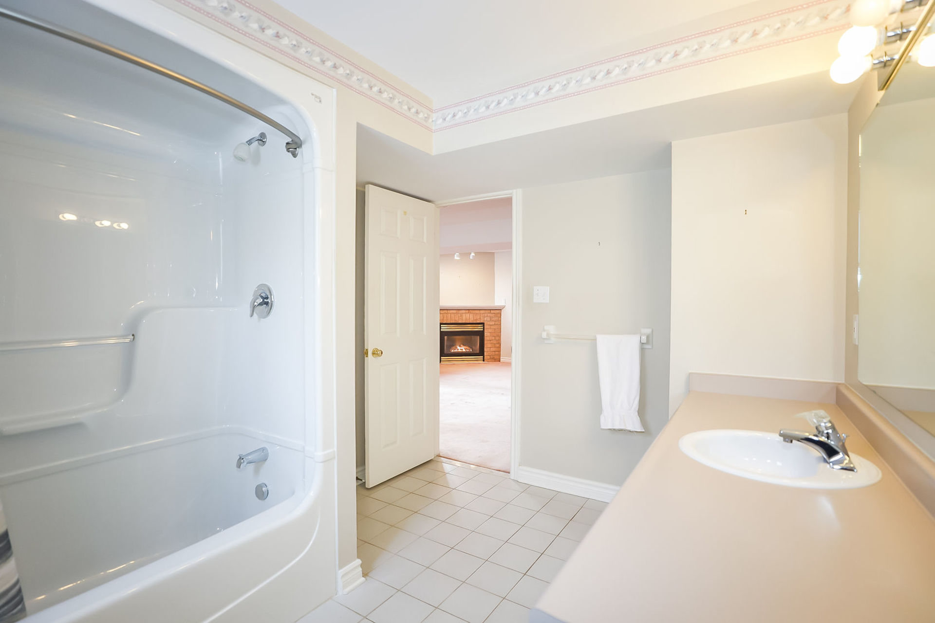 virtual-tour-292122-38 at 47 Colonial Cresent, Grimsby