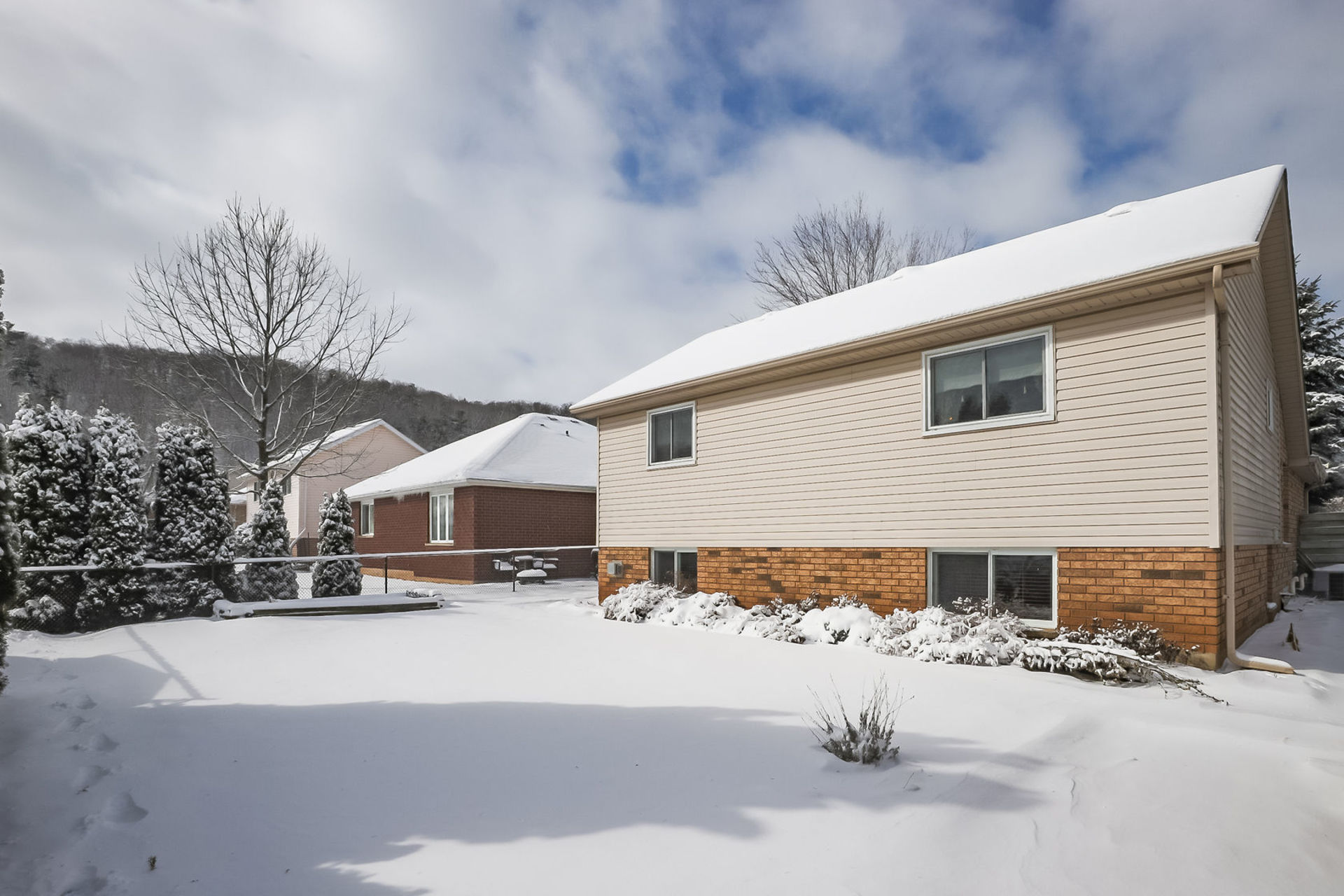 virtual-tour-292122-47 at 47 Colonial Cresent, Grimsby