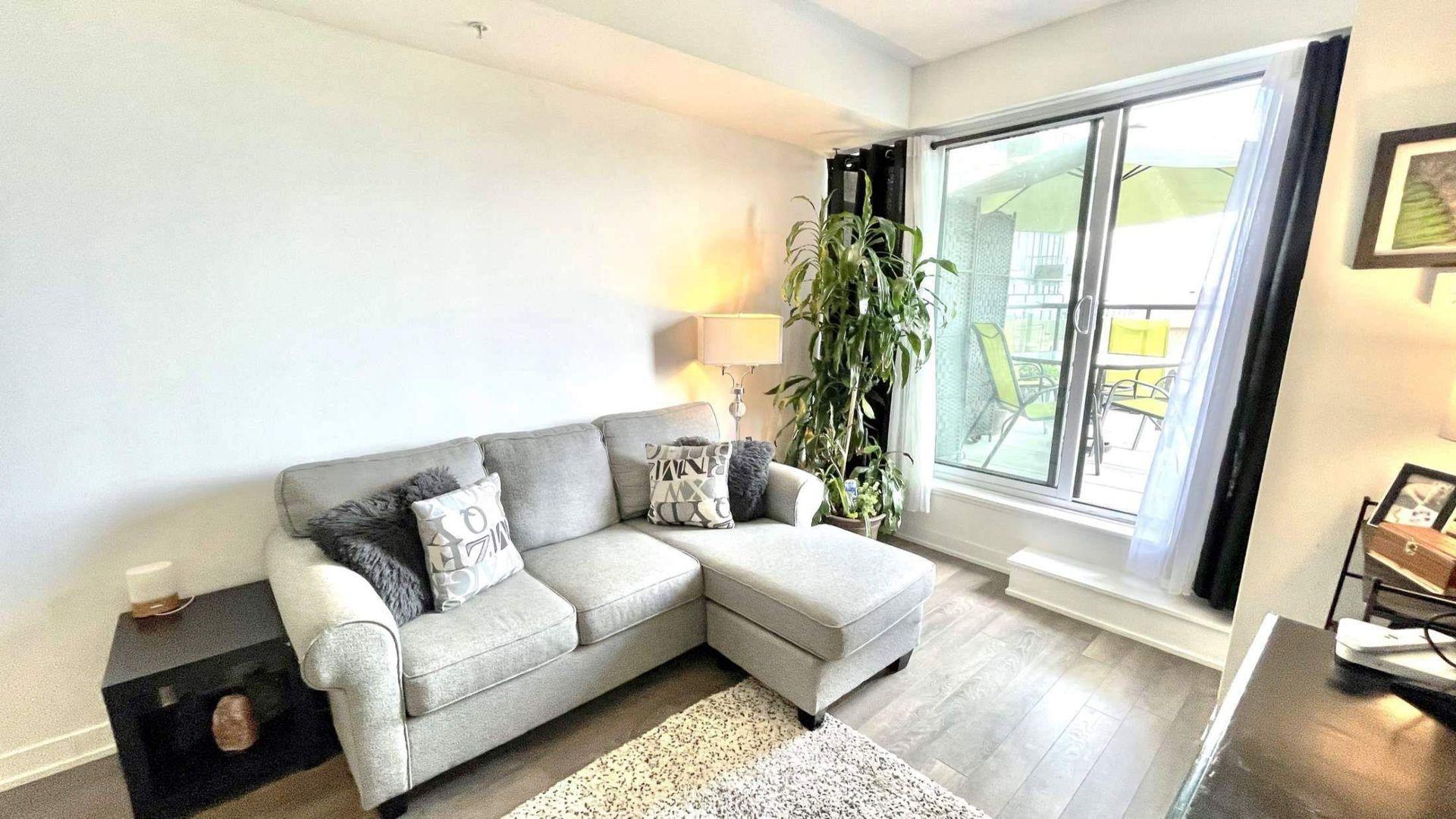 livingroom at # 215 - 550 North Service Road, Grimsby