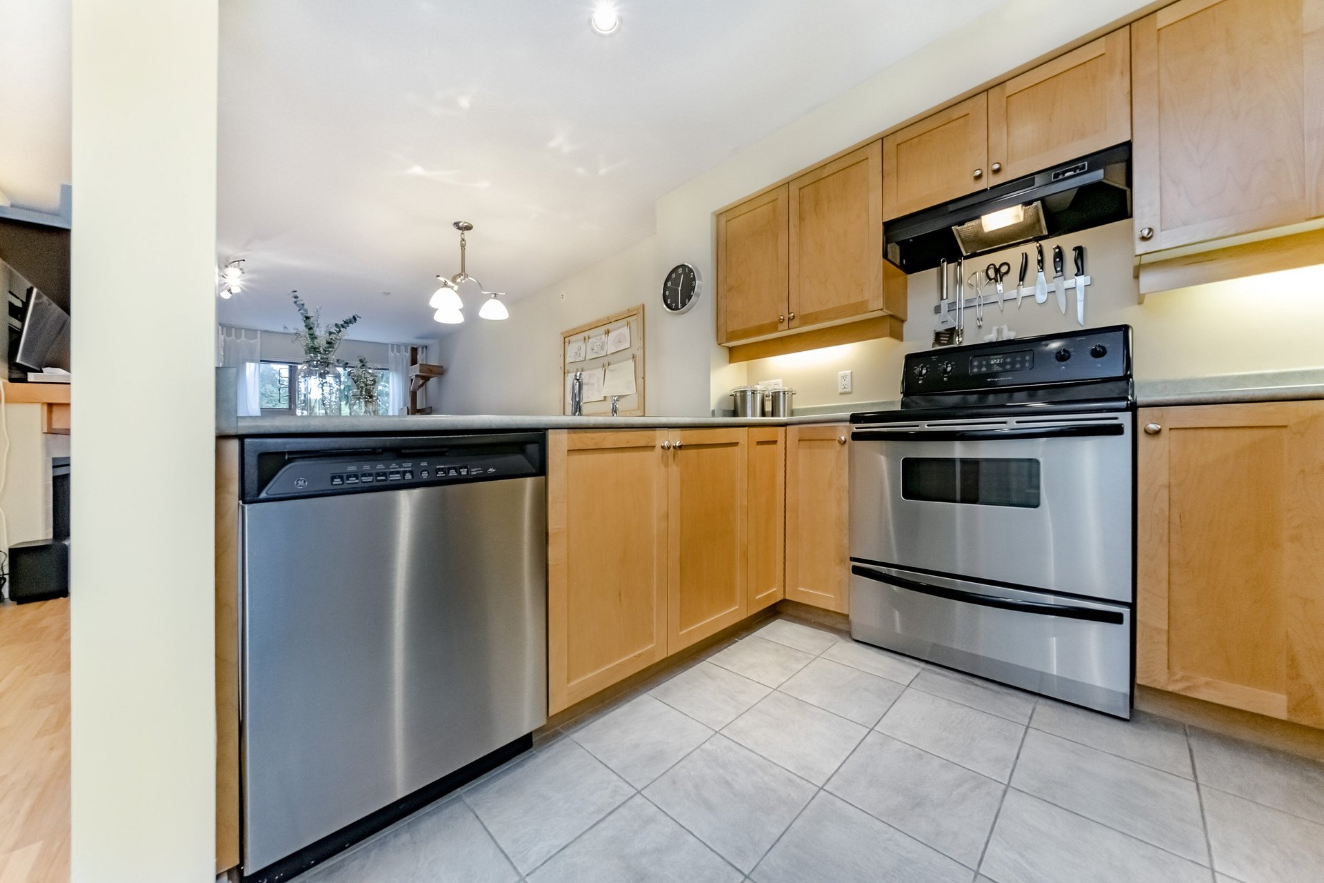 37950_10 at 317 - 808 Place Sangster, The Heights, New Westminster