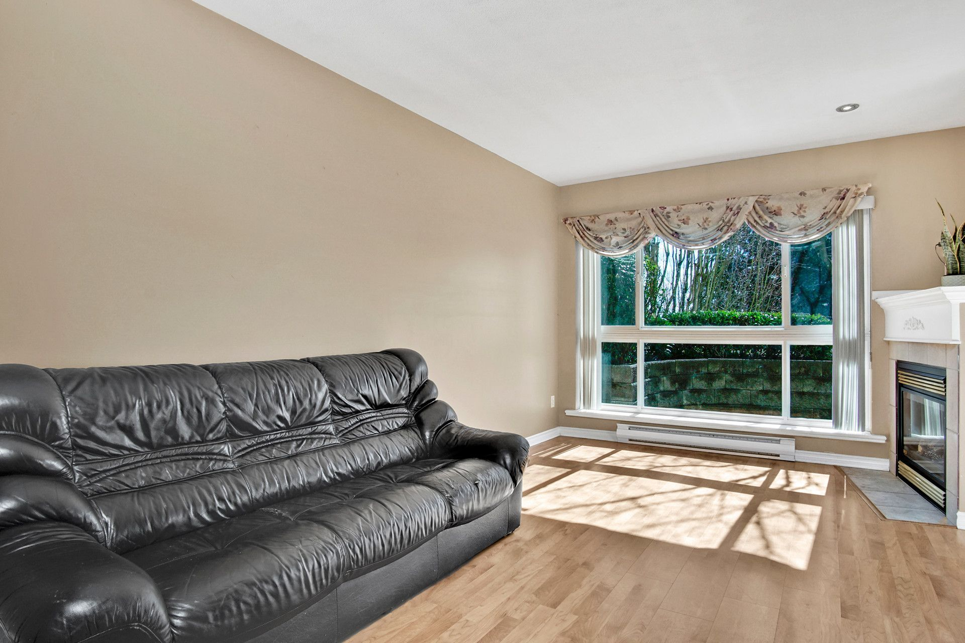 8 at 303 - 22230 North Avenue, West Central, Maple Ridge
