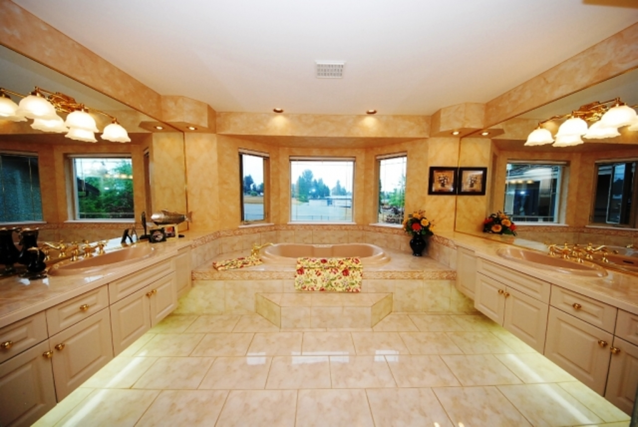 pmasterbath.jpg at 430 Fairway Street, Coquitlam West, Coquitlam