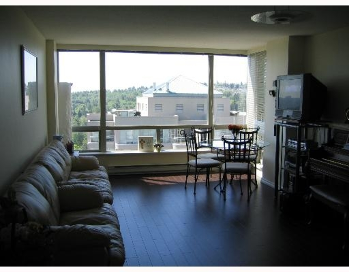 Family Room at 1702 - 9633 Manchester Drive, Government, Burnaby