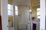 Ensuite bath at 44 Jardin, Manor Park, Ottawa