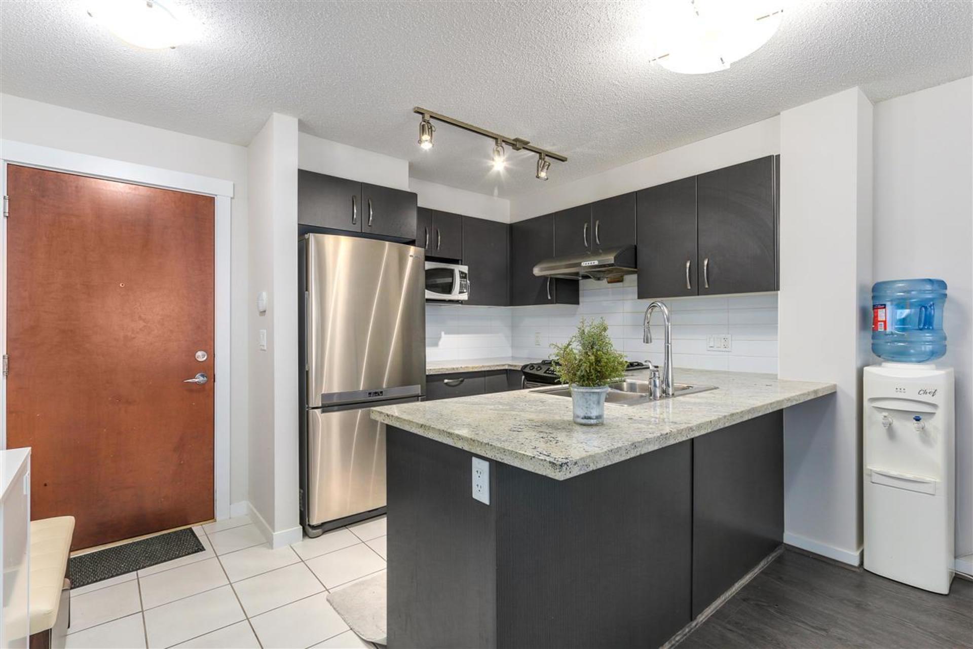 9299-tomicki-avenue-west-cambie-richmond-04