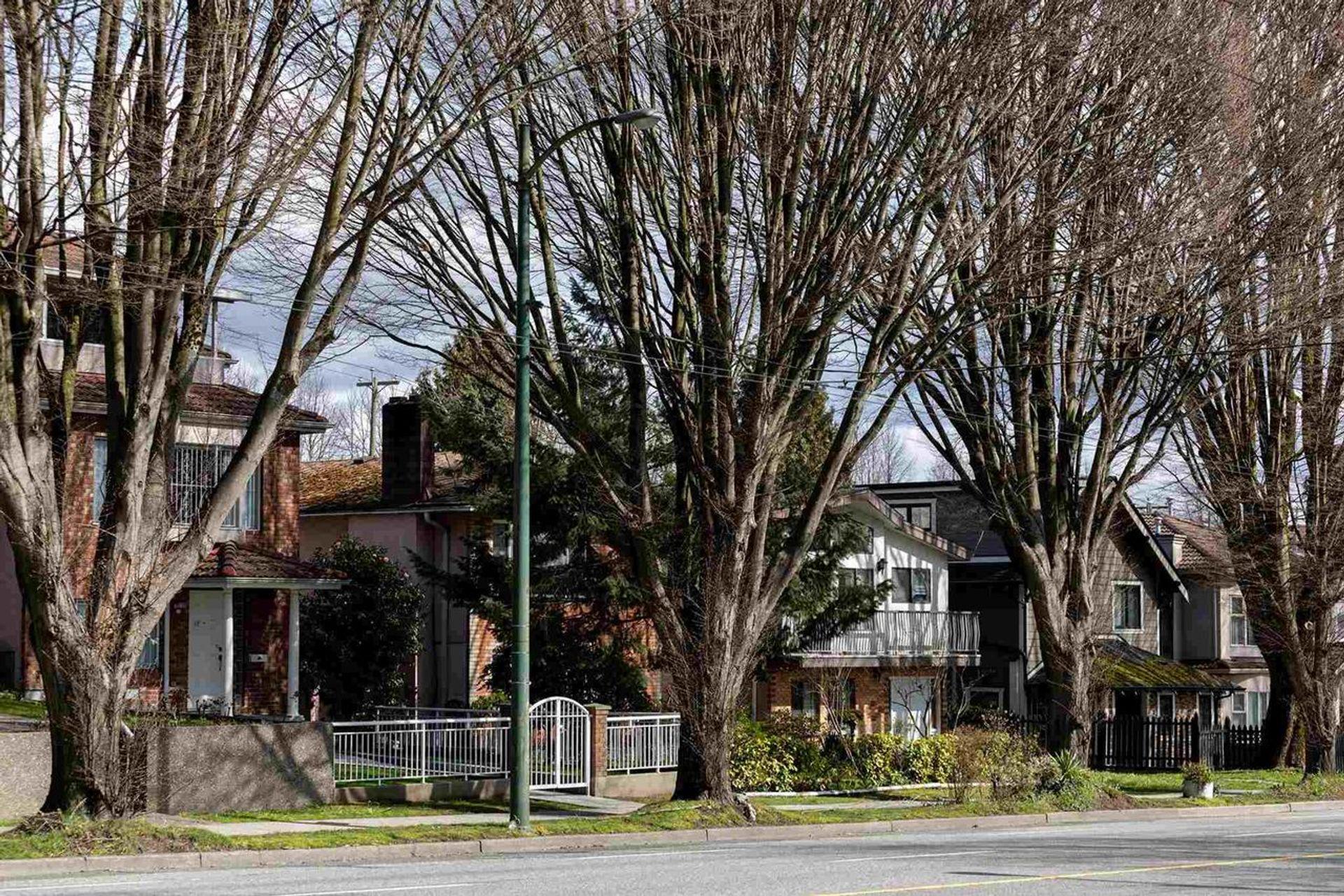 3498-napier-street-renfrew-ve-vancouver-east-08
