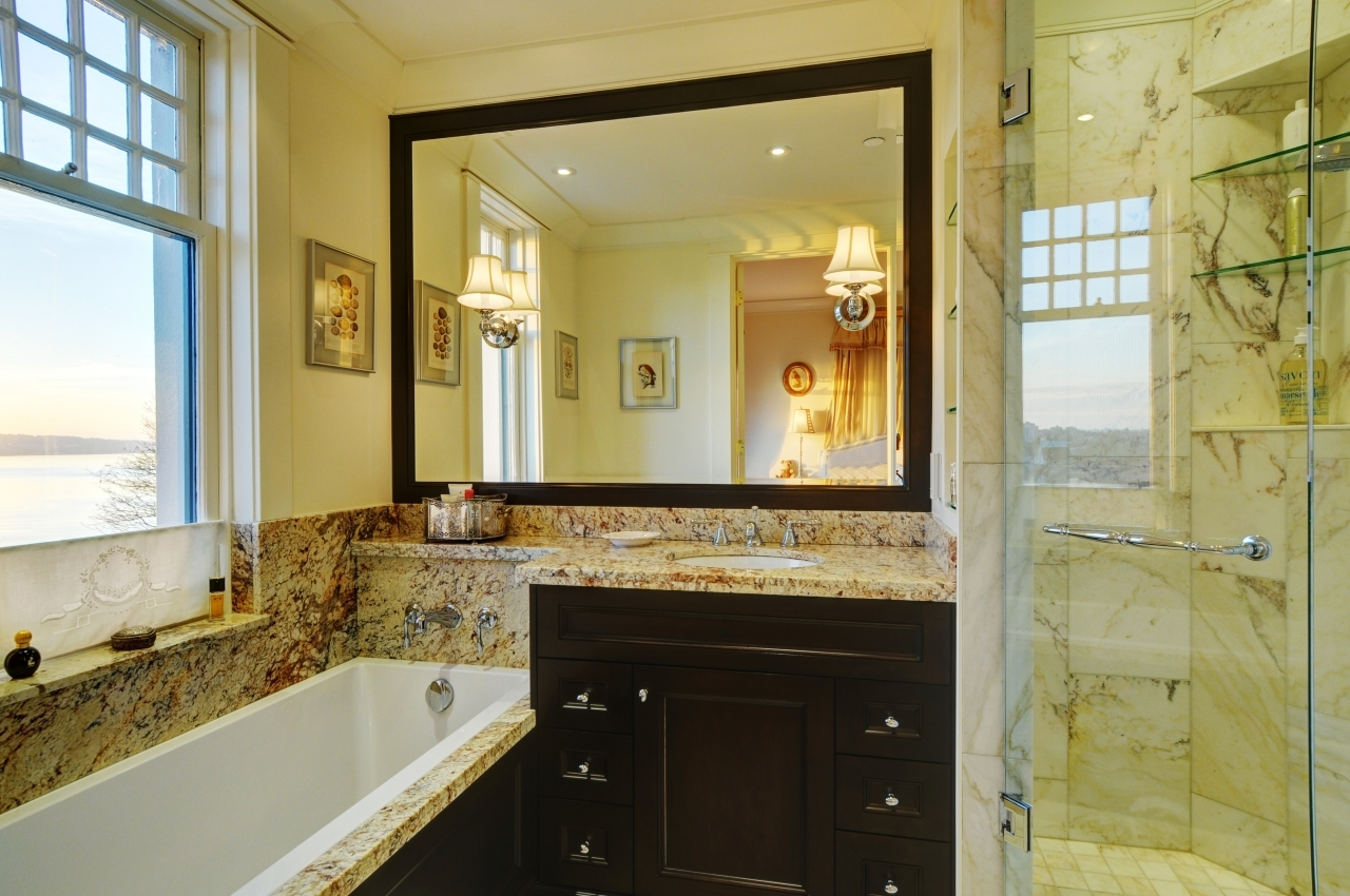 Deep soaker tub in master bathroom at #50 - 1386 Nicola Street, West End VW, Vancouver West