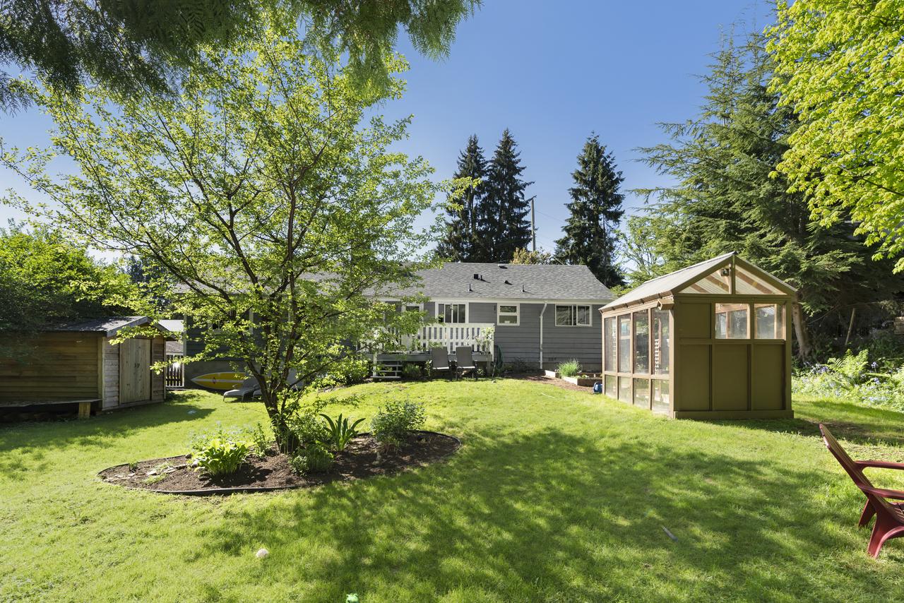 at 956 Hartford Place, Windsor Park NV, North Vancouver