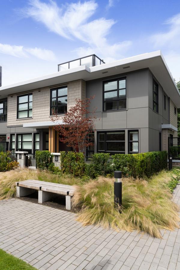 204 - 1055 Ridgewood Drive, Edgemont, North Vancouver