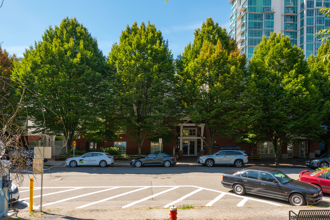 001 at 109 - 137 East 1st Street, Lower Lonsdale, North Vancouver