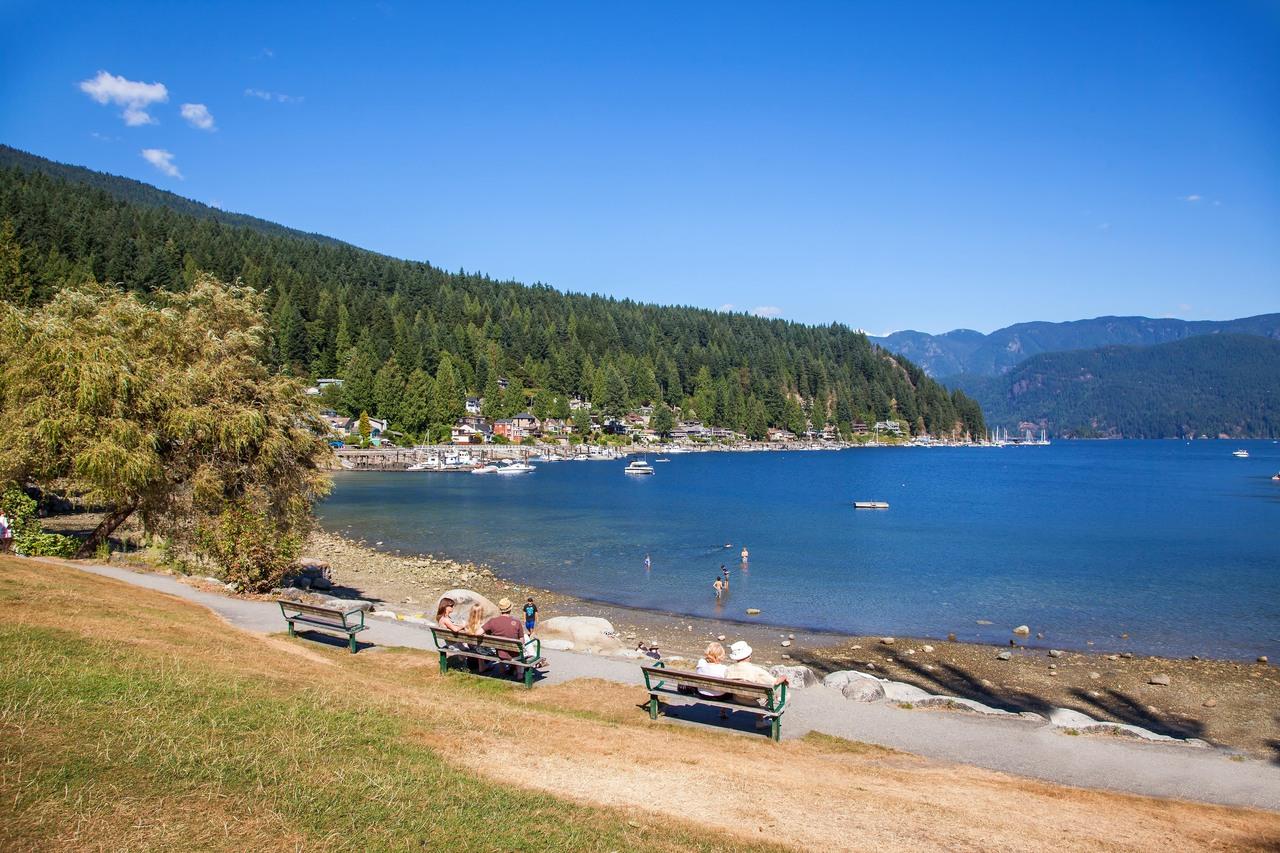 203 - 4323 Gallant Avenue, Deep Cove, North Vancouver