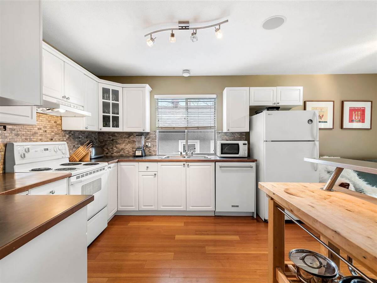3735-hoskins-road-lynn-valley-north-vancouver-06