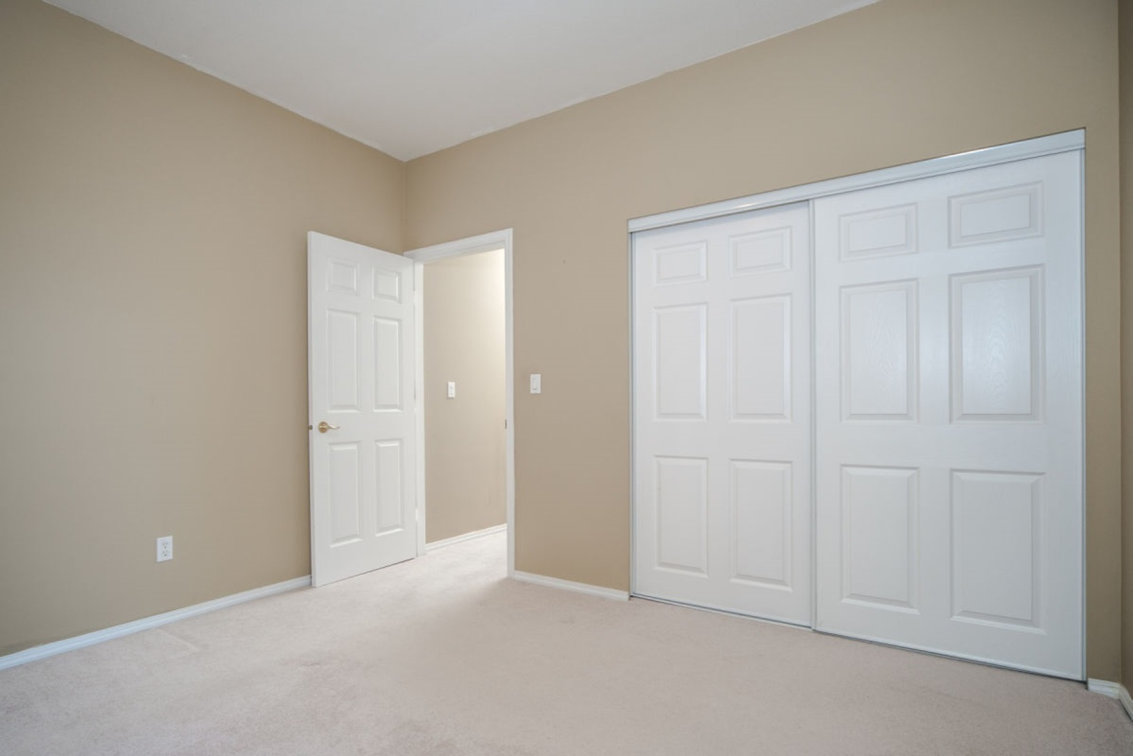 Room at 19 - 20770 97b Avenue, Walnut Grove, Langley