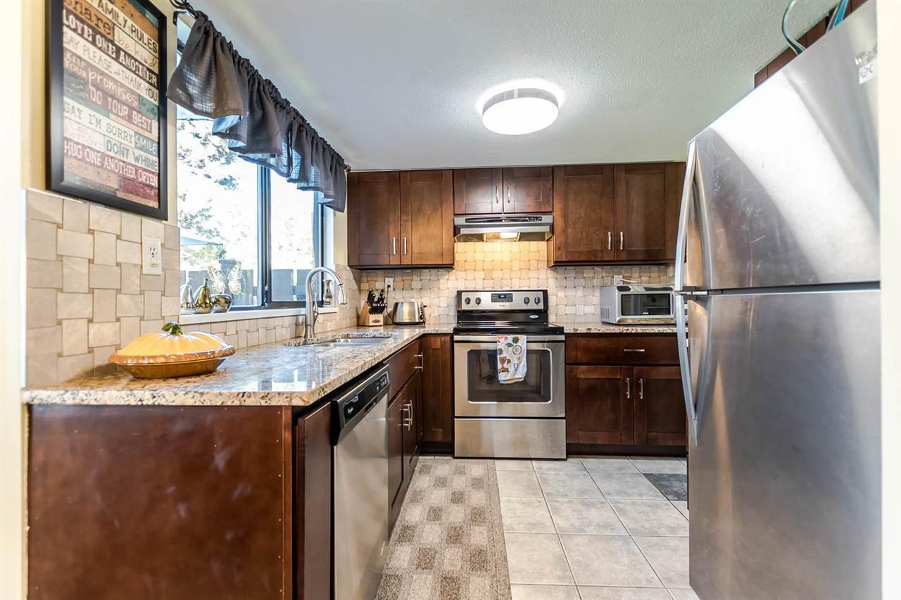 21550-cherrington-avenue-northwest-maple-ridge-maple-ridge-08 at 30 - 21550 Cherrington Avenue, Northwest Maple Ridge, Maple Ridge