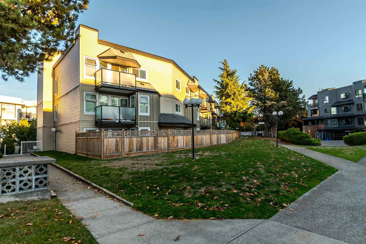 1850-e-southmere-crescent-sunnyside-park-surrey-south-surrey-white-rock-02 at 1 - 1850 E Southmere Crescent, Sunnyside Park Surrey, South Surrey White Rock