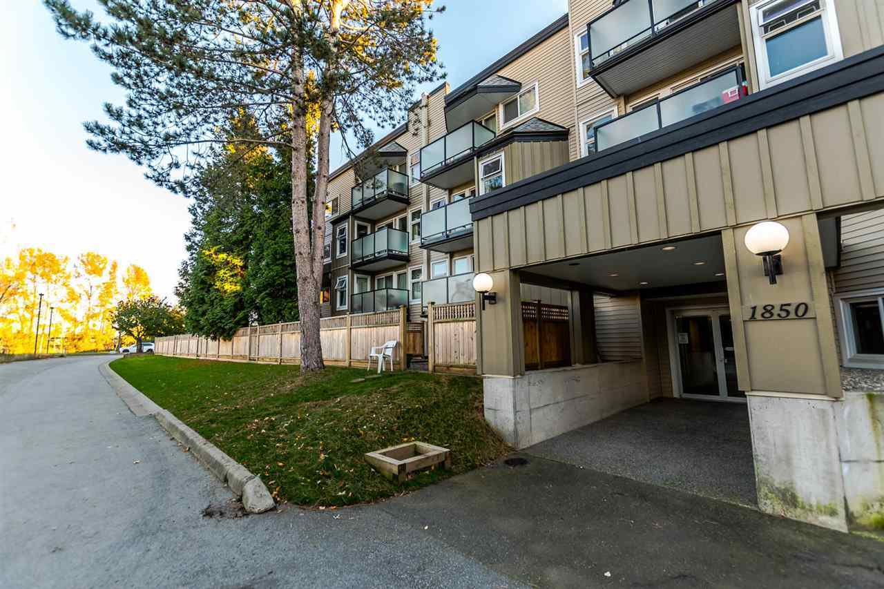 1850-e-southmere-crescent-sunnyside-park-surrey-south-surrey-white-rock-03 at 1 - 1850 E Southmere Crescent, Sunnyside Park Surrey, South Surrey White Rock