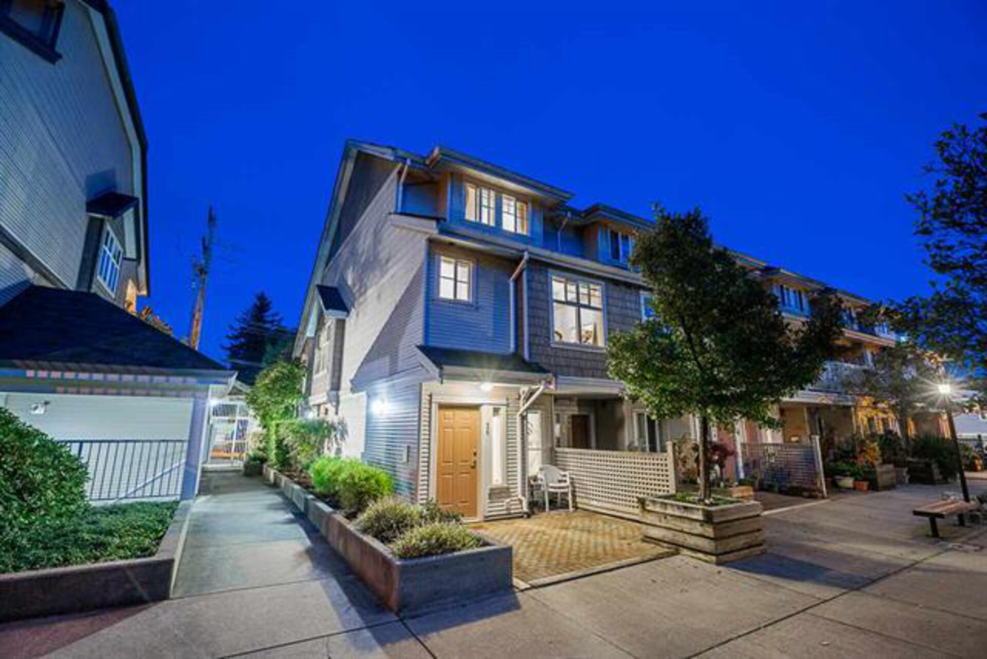 26 - 220 Tenth Street, Uptown NW, New Westminster