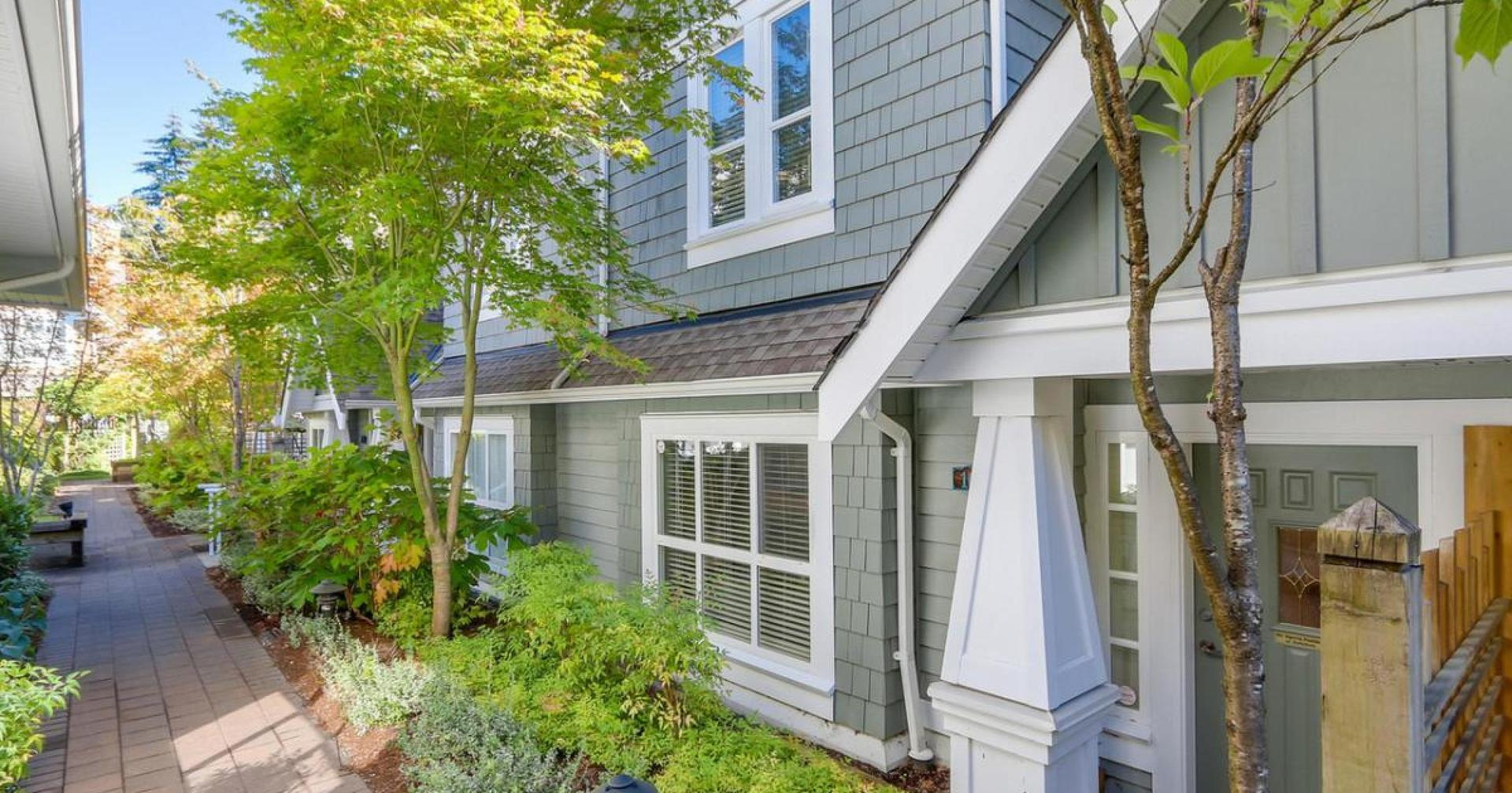 10 - 2688 Mountain Highway, Westlynn, North Vancouver