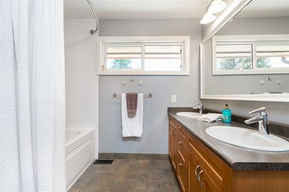 Lynn Valley | Townhome | Bathroom at 1530 Mcnair Drive, Lynn Valley, North Vancouver