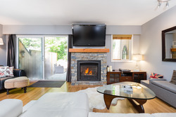 Lynn Valley | Townhome | Living Room at 1530 Mcnair Drive, Lynn Valley, North Vancouver
