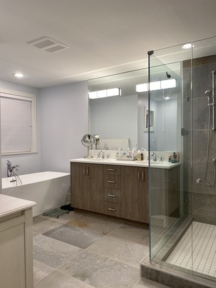 primary-ensuite at 1840 Appin Road, Westlynn, North Vancouver