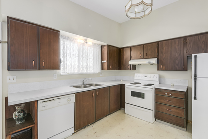 Kitchen at 1442 Denise Place, Mary Hill, Port Coquitlam