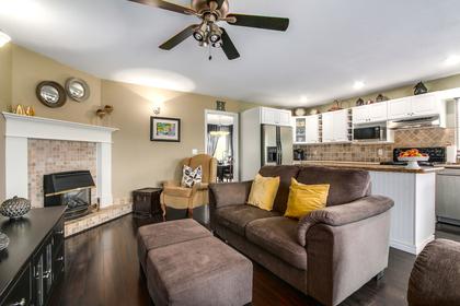 Family area/Kitchen at 20429 115 Avenue, Southwest Maple Ridge, Maple Ridge
