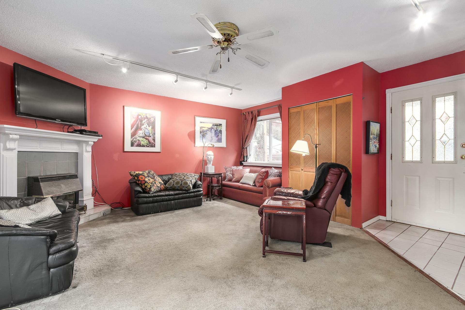 Living room at 23287 Dogwood Avenue, East Central, Maple Ridge