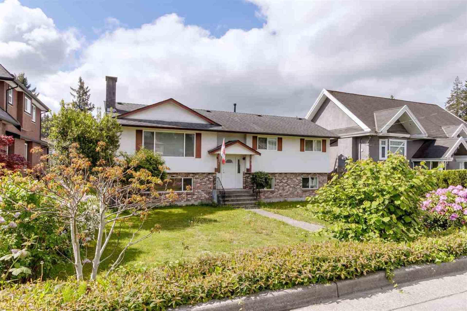 810-smith-avenue-coquitlam-west-coquitlam-02 of 810 Smith Avenue, Coquitlam West, Coquitlam