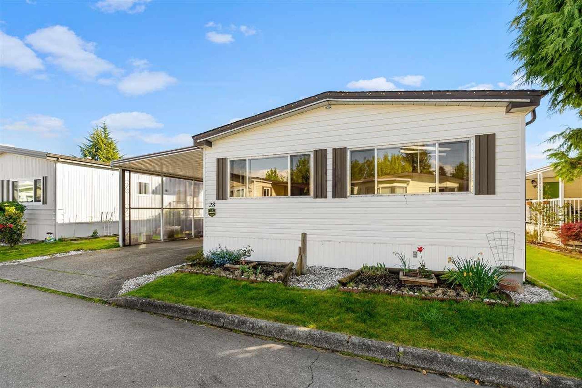 8670-156-street-fleetwood-tynehead-surrey-01-1 of 28 - 8670 156 Street, Fleetwood Tynehead, Surrey