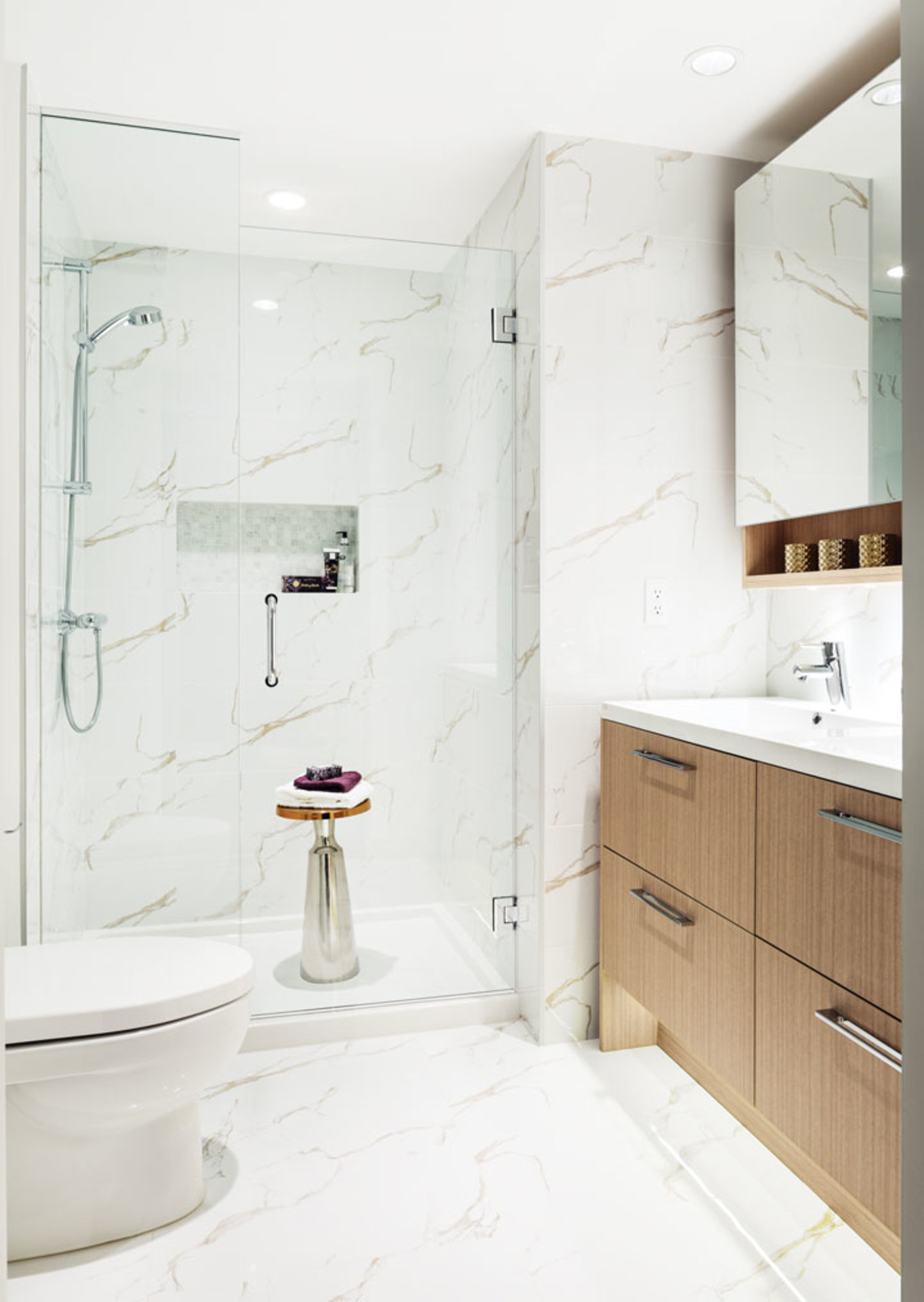 orchid-gallery-bathroom at #909 - 5580 No 3 Road,