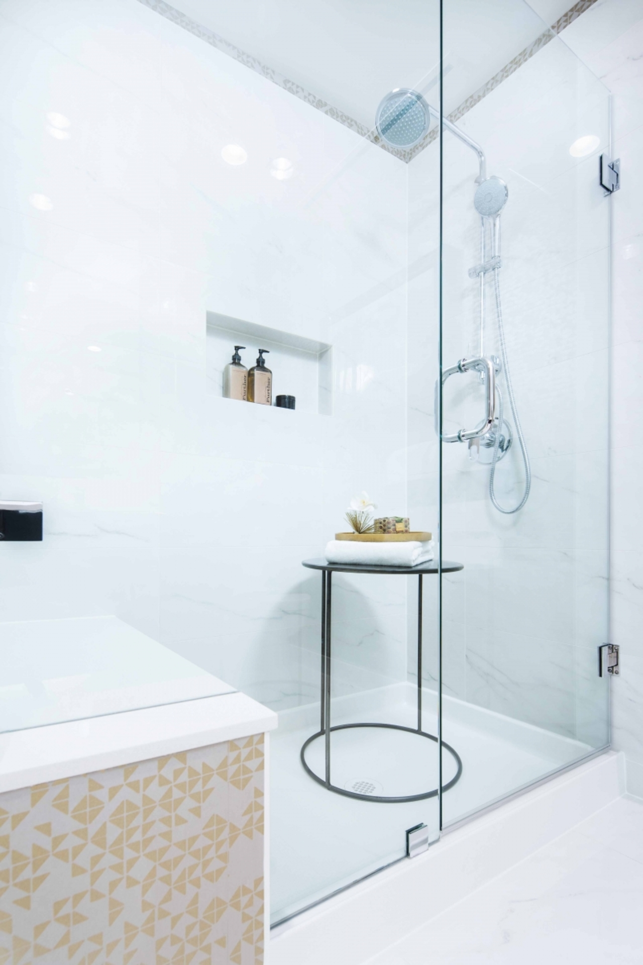 lloyd_shower at 2302 - 3100 Windsor Gate, North Coquitlam, Coquitlam