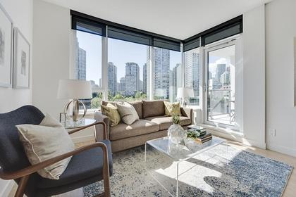 10 at 611 - 68 Smithe Street, Yaletown, Vancouver West