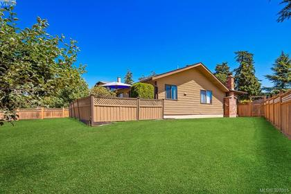 4204-leaf-hill-green-se-lake-hill-saanich-east-18 at 4204 Leaf Green Green, Lake Hill, Saanich East