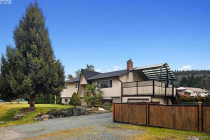 2826-santana-drive-la-goldstream-langford-02 at 2826 Santana Drive, Goldstream, Langford