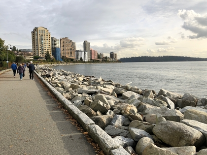 Right on the seawall! at 708 - 150 24th Street, Dundarave, West Vancouver