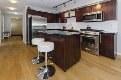 5976 at 410 - 122 East 3rd Street, Lower Lonsdale, North Vancouver