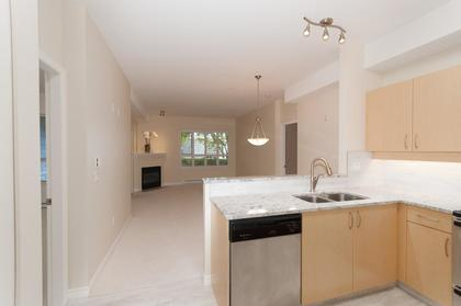 003 at 102 - 3151 Connaught Crescent, Edgemont, North Vancouver